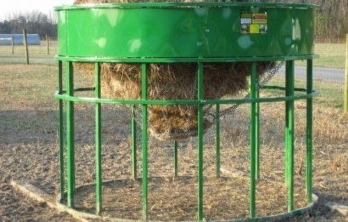Alimentator pentru ovine cu o rampă