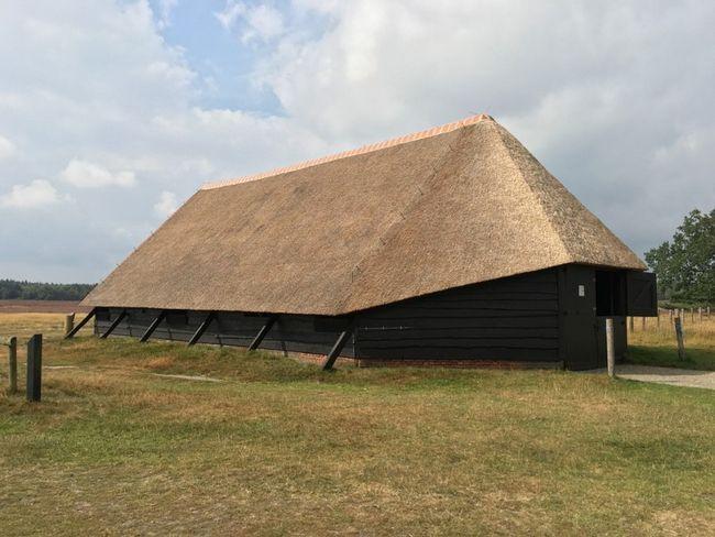 Кошара с сламен покрив